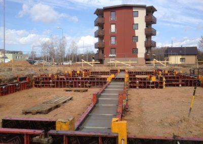Jaunās 12 dzīvokļu mājas pamatu būvniecība, 2013.gada aprīlis