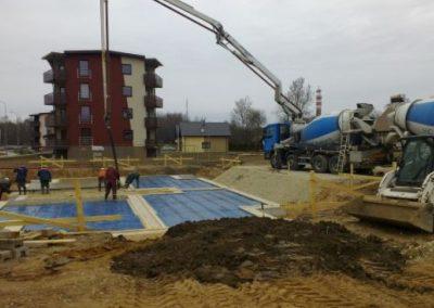 Dzērveņu 9. Pagraba grīdas betonēšanas darbi, 2013.gada aprīlis